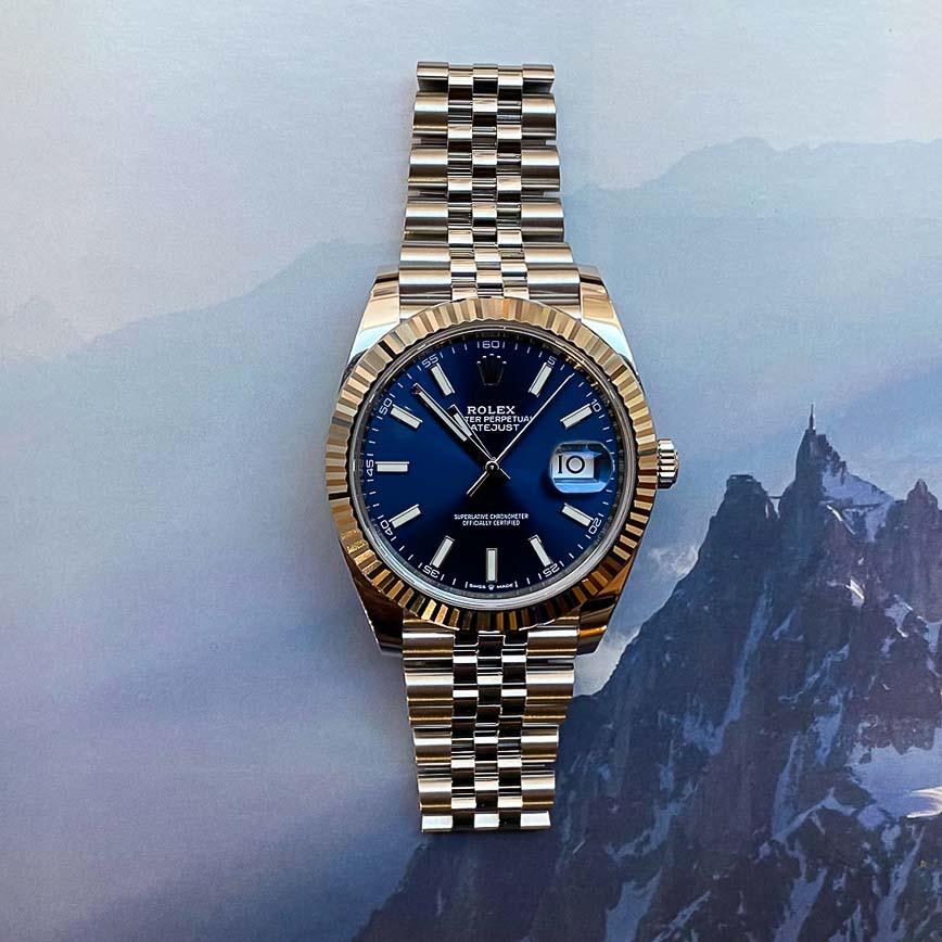 Montre homme Rolex Datejust 2 cadran bleu lunette cannelée or blanc et bracelet jubilé ref.126334 - Corse, Paris